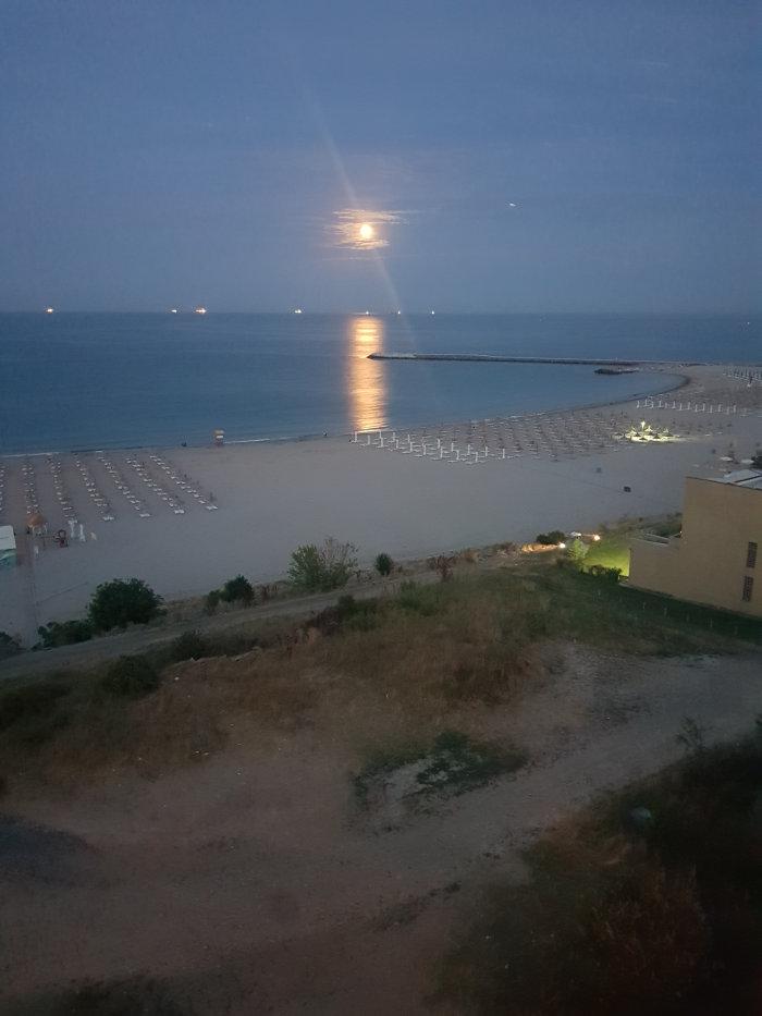 luna rasare pe mare