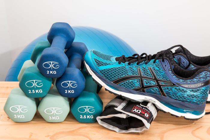 gantere si echipamente de sport pentru sala de fitness