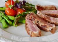 Friptura și salata de legume te vor ajyta să slăbești cât mai sănătos