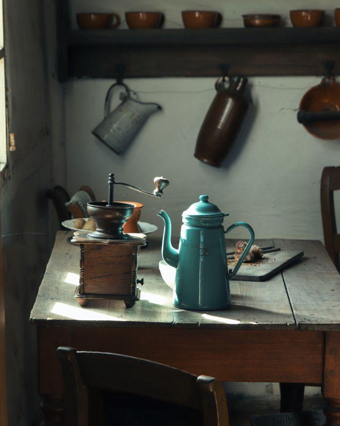 Stilul vintage în design interior, imagine dintr-o bucătărie decorată cu lemn