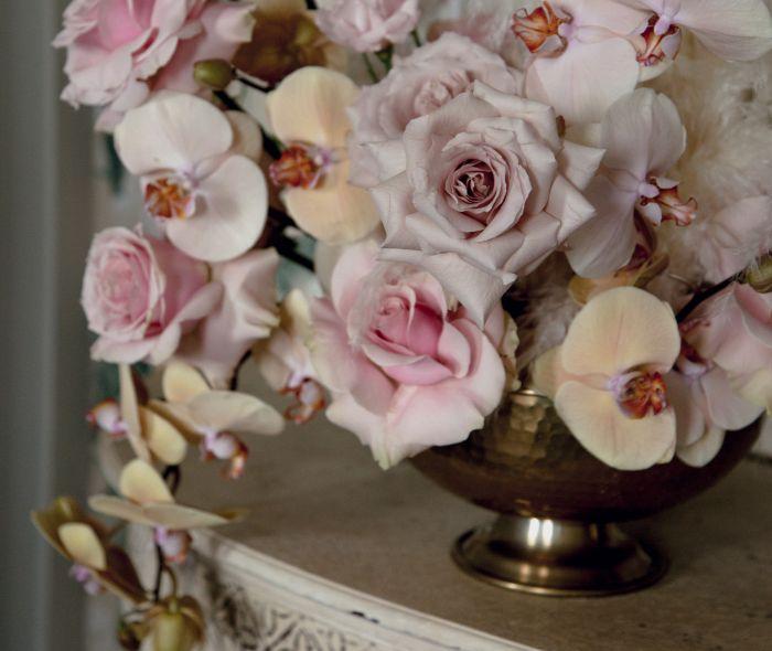 Vază vintage cu flori naturale