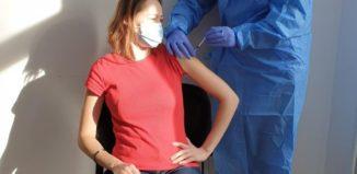 Moderna efecte adverse. Persoană care se vaccinează anticovid-19 cu Moderna
