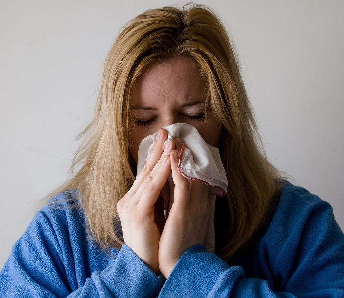 Sinuzita are ca simptom principal rinoreea și durerile de cap